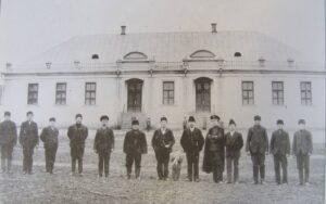 School building in Hoffnungstal, built in 1910/1911 (not the original built in the 1800s). (Source: Hoffnungstal: BIlder einer deutschen Siedlung in Bessarabien)