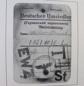 Identification card for those being resettled (Source: Hoffnungstal: Bilder einer deutschen Siedlung in Bessarabien)