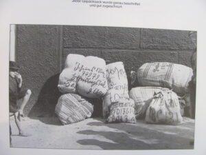 Packing up household goods for the journey to Germany (Source: Bilder einer deutschen Siedlung in Bessarabien)