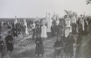 The farewell service in the Hoffnungstal cemetery (Source: Hoffnungstal: Bilder einer deutschen Siedlung in Bessarabien)
