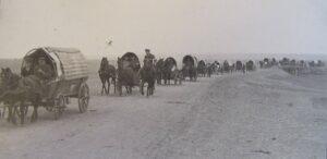 Wagons leaving Hoffnungstal (Source: Hoffnungstal: Bilder einer deutschen Siedlung in Bessarabien)